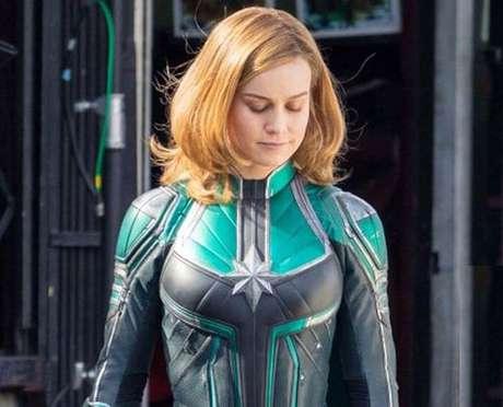 Brie Larson como a Capitã Marvel, já com novas cores