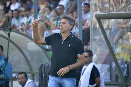 Sob o comando do técnico Renato Portaluppi, o Grêmio atropelou o Avenida no primeiro jogo semifinal do Campeonato Gaúcho.