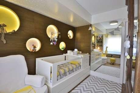79. Quarto planejado de bebê com nichos embutidos. Projeto de BG Arquitetura