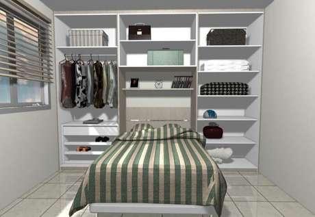 22. Guarda-roupa sem portas em quarto de casal pequeno planejado. Projeto de Daniela Saad