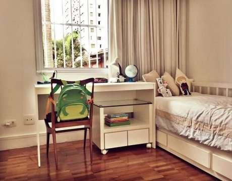 67. Quarto infantil simples com cama e escrivaninha Projeto de Fernanda Velloso