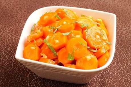 Salada marroquina com cenouras em rodelas