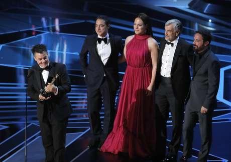 Diretor Sebastian Lelio recebe o Oscar de Melhor Filme Estrangeiro