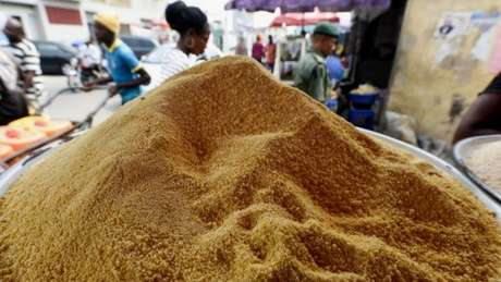 As autoridades proibiram o consumo de garri cru, uma tipo de farinha popular na Nigéria, porque ela pode espalhar a febre de Lassa