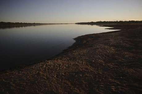 Vista do leito exposto do Rio São Francisco em Pau Petro, no norte de Minas Gerais, Brasil 23/05/2014  REUTERS/Lunae Parracho