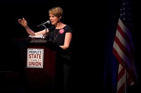 """Atriz Cynthia Nixon fala durante evento do """"Estado da União"""" em Nova York  29/1/2018    REUTERS/Darren Ornitz"""