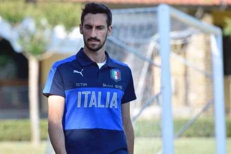 Cagliari e Fiorentina aposentam camisa 13 após morte de Astori
