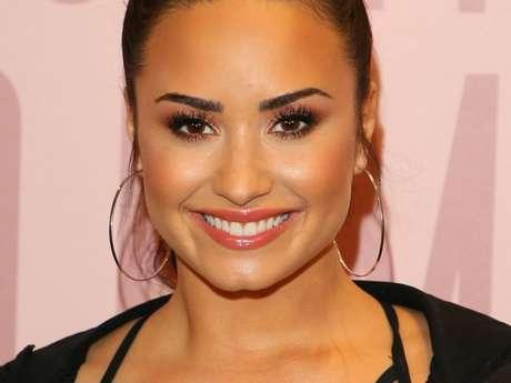 Demi Lovato diz que toma atitude em relacionamentos