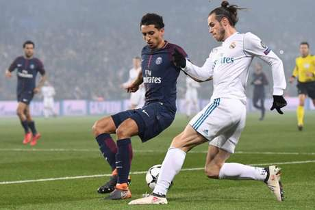 Marquinhos tenta marcar Bale (Foto: Franck Fife / AFP)