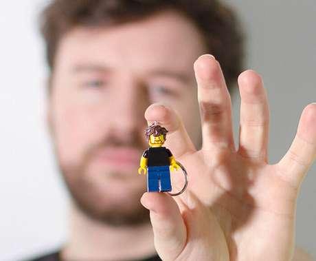 Que tal ter um chaveiro de você mesmo em versão LEGO?