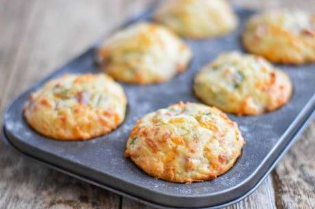 Muffin de queijo e bacon na forminha