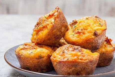 Muffin salgado de queijo e bacon