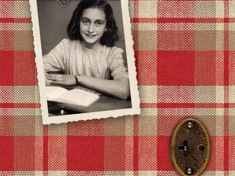 'O Diário de Anne Frank', de Anne Frank, é um relato real de uma adolescente judia que viveu momentos dramáticos e de medo com a família ao fugir dos perseguidores nazistas na Alemanha
