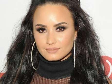 Demi Lovato não descarta relacionamento com outras mulheres