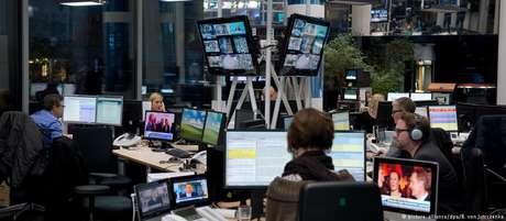 Embora mais de metade da população mundial seja do sexo feminino, mulheres e meninas são sub-representadas na mídia.