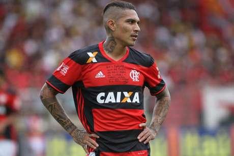 Guerrero está insatisfeito com a suspensão e seu afastamento dos jogos (Foto: Gilvan de Souza/Flamengo)