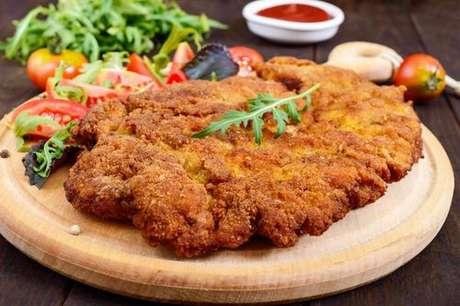 Schnitzel: carne de porco à milanesa