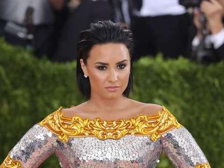 Demi Lovato conta porque saiu do MET Gala e foi correndo para uma reunião do AA