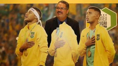 Hoje no Paraná, o técnico Rogério Micale trabalhou com Neymar na Seleção Brasileira, nas Olimpíadas do Rio de Janeiro (Foto: Lucas Figueiredo/CBF)