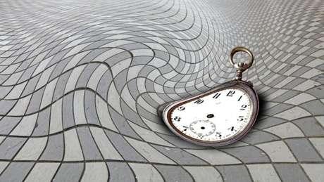 Cientistas duvidam que o tempo tenha corrido sempre para a frente, mas não conseguem provar o contrário