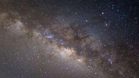 Com a inflação cósmica, houve partes do Universo que ficaram mais densas em matéria, e isso explicaria as galáxias e outros fenômenos