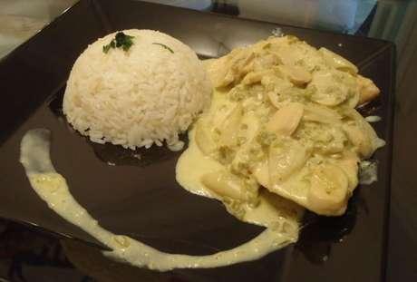 Frango à valenciana acompanhado de arroz