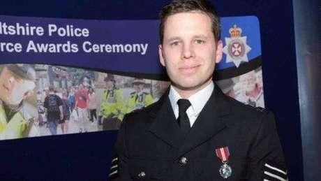 O policial Nick Bailey continua internado em estado grave