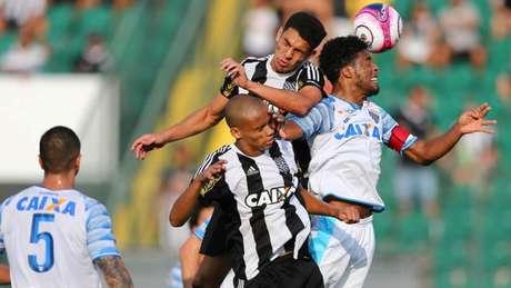 Figueirense e Avaí empatam em 1 a 1 (Foto: Cristiano Andujar/AGIF)