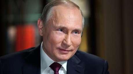 Vladimir Putin, que deve ser reeleito este mês, foi entrevistado em um documentário de duas horas