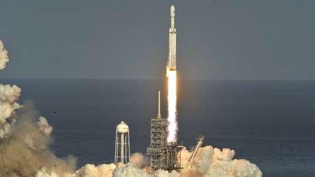 Em fevereiro, a SpaceX lançou, com sucesso, o Falcon Heavy, que tem duas vezes mais capacidade de propulsão do que qualquer outro foguete