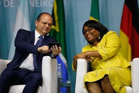 O ministro da Saúde, Ricardo Barros, e a diretora da Organização Pan-Americana da Saúde, Carissa Étienne, abrem, no Rio, o 1º Congresso Internacional de Práticas Integrativas e Saúde Pública