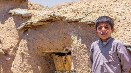 Das cerca de 200 casas em Makhunik, 70 ou 80 têm apenas de 1,5 a 2 metros de altura | Foto: Mohammad M. Rashed