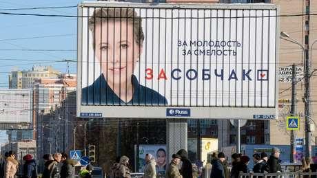 Campanha de Ksenia traz o slogan 'Por Sobchak. Pela verdade. Pela liberdade'