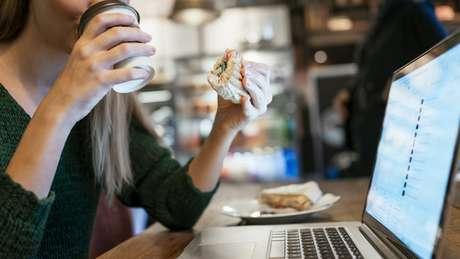 Trabalhadores de diferentes partes do mundo revelam sua rotina de almoço | Foto: iStock
