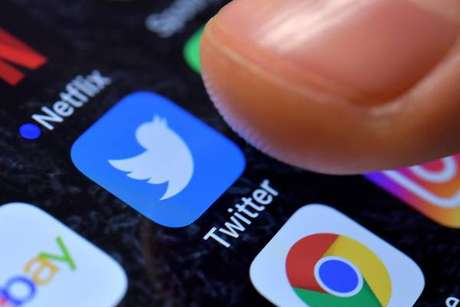 Governo britânico quer limitar tempo de uso de redes sociais