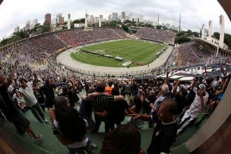 O Corinthians encara o Bragantino no Pacaembu (Foto: Bruno Teixeira)