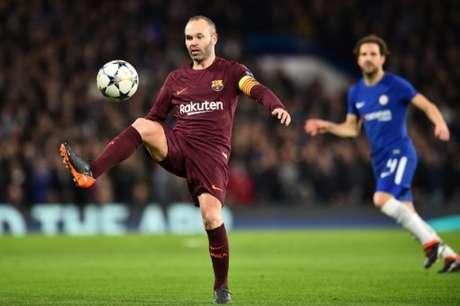 Barcelona e Chelsea disputam vaga nas quartas de final da Liga dos Campeões (Foto: Glyn KIRK / AFP)