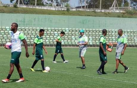 Jogadores do Coelho começam a trabalhar de olho no Boa Esporte (Foto: Daniel Hott / América)