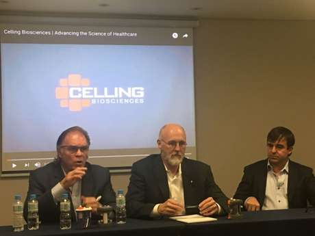 O fundador Kevin Dunworth, o cirurgião Scott Spann e o presidente Steven Melchiode, da Celling Biosciences, durante evento em São Paulo (Foto: Marcio Porto)