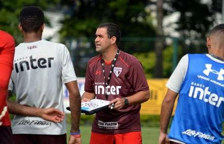São Paulo goleia CRB e confirma classificação na Copa do Brasil