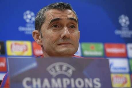Valverde pediu atenção ao meia Willian (Foto: Lluis Gene / AFP)