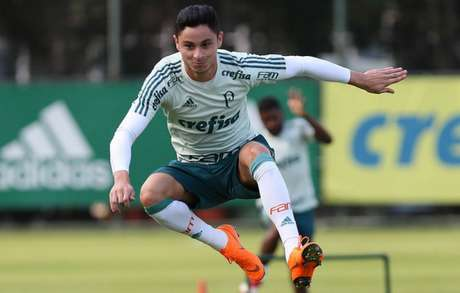 Diogo Barbosa durante o treino desta terça-feira, na Academia de Futebol - FOTO: Cesar Greco/Palmeiras
