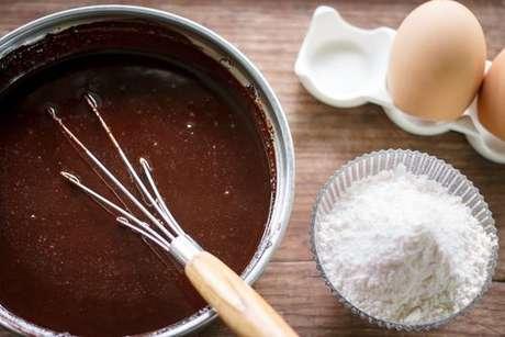 Massa para brownie, ovos e farinha de trigo