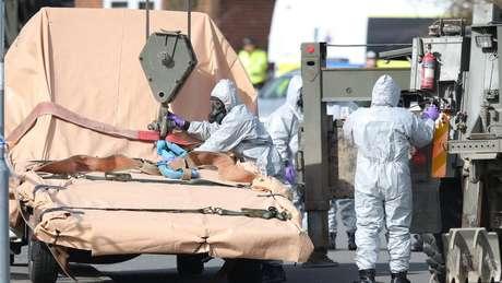 A Polícia e o Exército isolaram áreas na cidade de Gillingham como parte da investigação de tentativa de homicídio