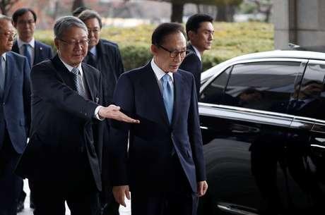 Ex-presidente da Coreia do Sul Lee Myung-bak chega a procuradoria em Seul 14/03/2018 REUTERS/Kim Hong-Ji