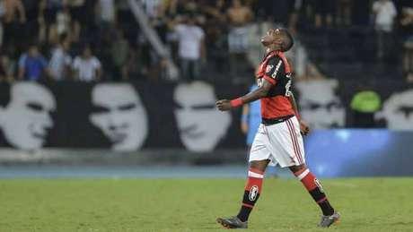 Vinicius Júnior deixou o campo do Nilton Santos mais cedo no clássico do início deste mês (Celso Pupo/Fotoarena)