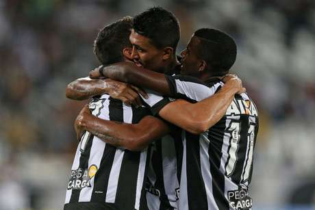 Botafogo junta as forças para tentar vencer o primeiro clássico na temporada (Foto: Vitor Silva/SSPress/Botafogo)