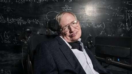 Hawking é autor de um bestseller, 'Uma breve história do tempo', e teve sua vida retratada no filme 'A Teoria de Tudo'
