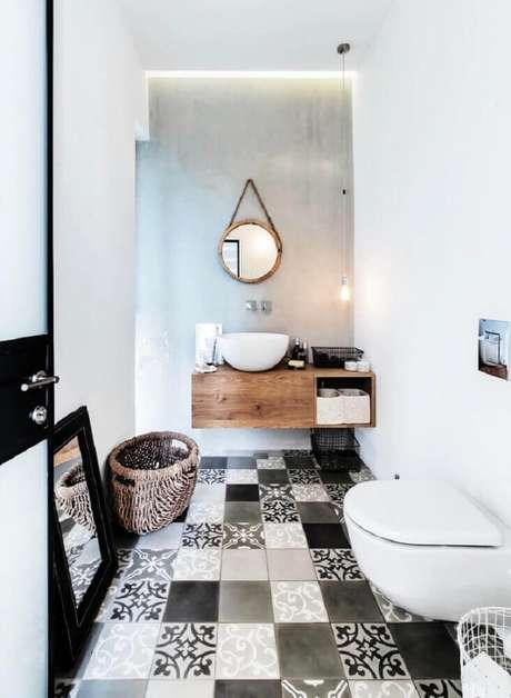 59. Esse modelo branco caprichou dos detalhes do piso e no conforto que a madeira no espelho e no gabinete proporcionam,