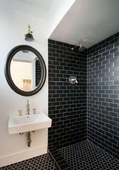30. Inspiração de banheiro preto e branco com ladrilho hidráulico preto